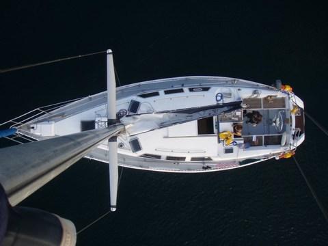 Une petite photo d'en haut, en réparant le faux contact du feu de nav.