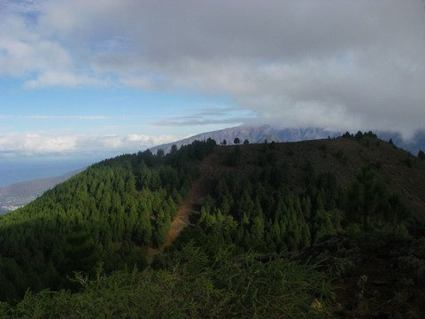 21-Les nuages à l'attaque de la Caldera.JPG