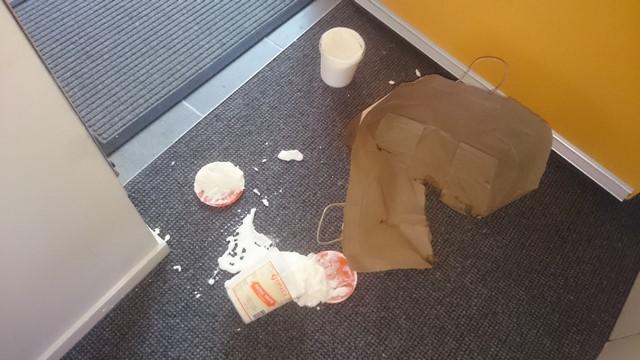 sac en papier = fromage blanc explosé